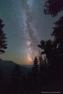 Ночной вид на долину реки Большой Зеленчук и гору Пастухова.